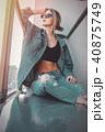 バルコニー 服 服装の写真 40875749