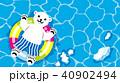浮き輪で遊ぶシロクマの子供 水面背景 40902494