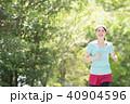 ランニングをする若い日本人女性 40904596