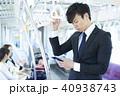 ビジネスマン 電車 スマホの写真 40938743