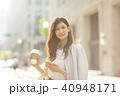 ビジネスウーマン スマートフォン コーヒーの写真 40948171
