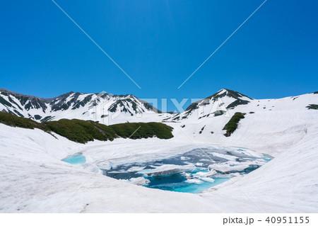 みくりが池と雪山 40951155