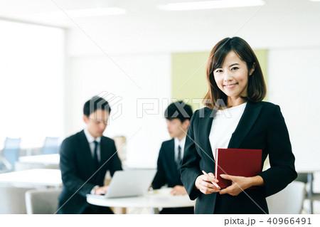 ビジネスシーン 男女 40966491