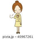 お団子ヘアの女性 胸をなでおろす 40967261