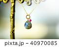 小宇宙のように光る石のネックレス 40970085