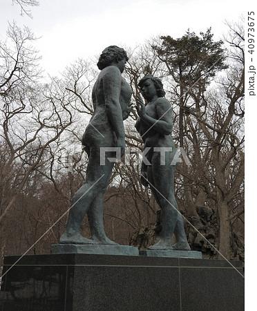 高村光太郎の最後の作品で、傑作とされる十和田湖畔の乙女の像。愛妻・智恵子夫人がモデルともいわれる。 40973675
