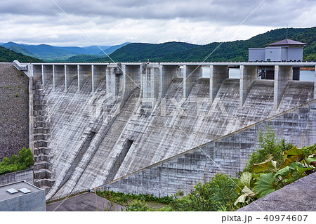 北海道 忠別ダムと忠別湖の写真...