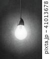 裸電球の光 41013678
