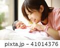 新生児 赤ちゃん 母親の写真 41014376