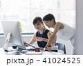 打ち合わせ オフィスカジュアル ビジネスの写真 41024525