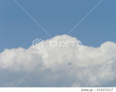 初夏の青空と白い雲 41025227