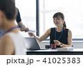 打ち合わせ オフィスカジュアル ビジネスの写真 41025383