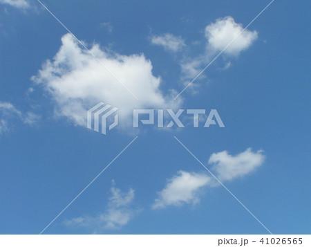 稲毛海浜公園から見た青い空と白い雲 41026565