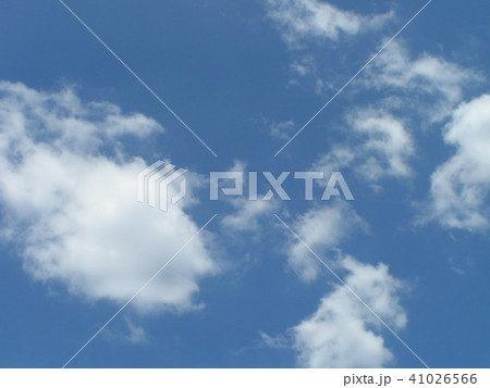 稲毛海浜公園から見た青い空と白い雲 41026566