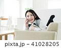 女性 電話 携帯電話の写真 41028205