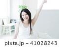 女性 若い女性 寝起きの写真 41028243