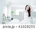 女性 若い女性 寝起きの写真 41028255
