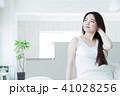 女性 若い女性 寝起きの写真 41028256