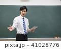 先生 教師 教室 学校 授業 タブレット ICT教育 黒板 塾 学習塾 教育イメージ  41028776