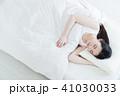 女性 睡眠 若い女性の写真 41030033