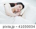 女性 睡眠 寝るの写真 41030034