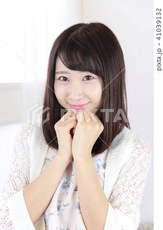 若い女性 ヘアスタイル 41039132