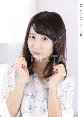 若い女性 ヘアスタイル 41039134