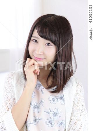 若い女性 ヘアスタイル 41039135