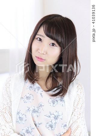 若い女性 ヘアスタイル 41039136