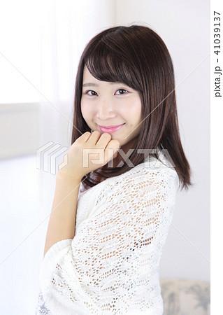 若い女性 ヘアスタイル 41039137