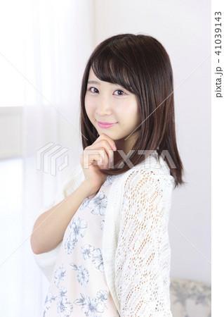 若い女性 ヘアスタイル 41039143