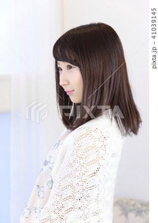 若い女性 ヘアスタイル 41039145