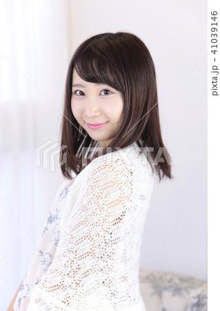 若い女性 ヘアスタイル 41039146