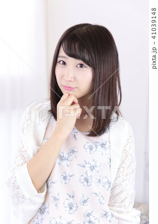 若い女性 ヘアスタイル 41039148