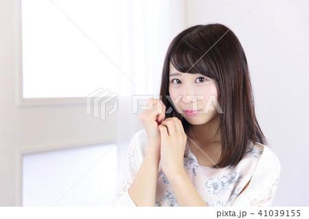若い女性 ヘアスタイル 41039155
