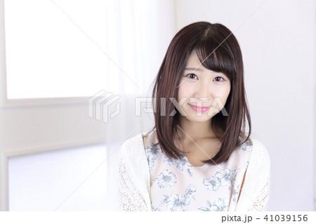 若い女性 ヘアスタイル 41039156