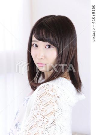 若い女性 ヘアスタイル 41039160