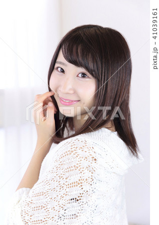 若い女性 ヘアスタイル 41039161