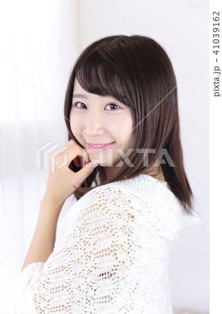 若い女性 ヘアスタイル 41039162