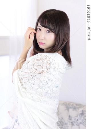 若い女性 ヘアスタイル 41039163