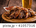 Grilled chicken wings with hot sauce 41057316
