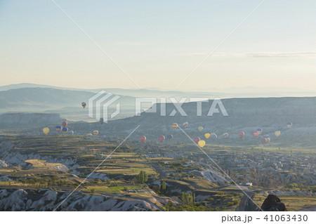 トルコ カッパドキア ウチヒサール 要塞からの朝の風景 41063430