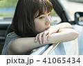 女性 車 1人の写真 41065434