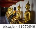 Row of golden buddha statue at Wat Pho, Bangkok, T 41070649