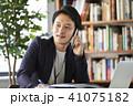 スマホ ビジネス ビジネスマンの写真 41075182
