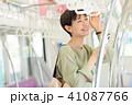 ビジネスウーマン スマートフォン 通勤の写真 41087766