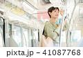 ビジネスウーマン スマートフォン 通勤の写真 41087768