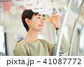 ビジネスウーマン スマートフォン 通勤の写真 41087772