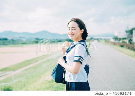 制服の高校生  41092171
