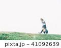 女子 女性 歩くの写真 41092639
